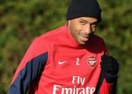 Henry tái xuất trên sân tập Arsenal