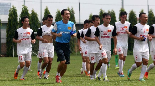 Tuyển Việt Nam loại 3 tiền vệ, bổ sung 3 cầu thủ Olympic