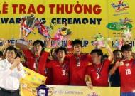 Dứt điểm yếu kém, ĐT-LA dâng cúp cho Sinh viên Hàn Quốc
