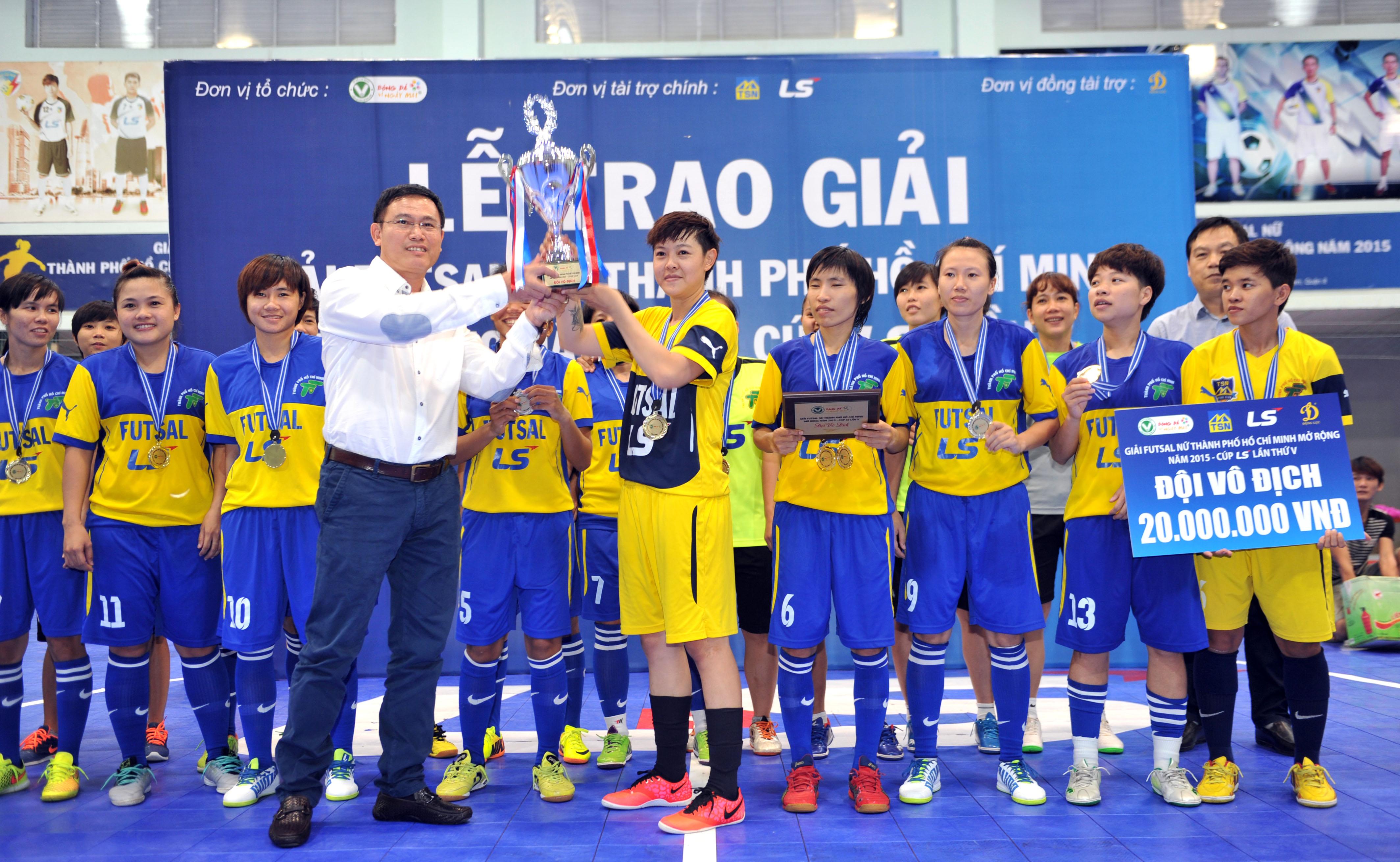 """Kết thúc giải futsal nữ TP.HCM mở rộng – Cúp LS 2015: Quận 8 lên ngôi """"Hậu"""""""