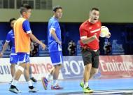 Tuyển futsal Việt Nam tích cực tập luyện và hoàn thiện các bài tập.