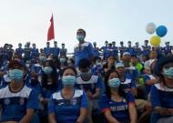 Hội CĐV Than Quảng Ninh đeo khẩu trang phản đối VPF
